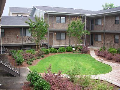 Center Court - Apartment in Auburn, AL