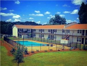 Courtyard Apartments apartment in Opelika, AL